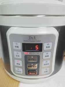 電気圧力鍋で野菜を加圧する