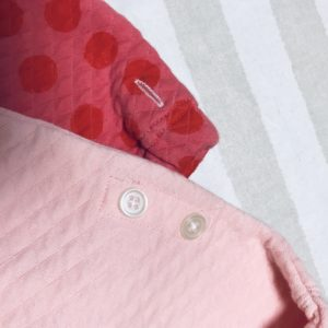 ユニクロのキルトパジャマについているボタン